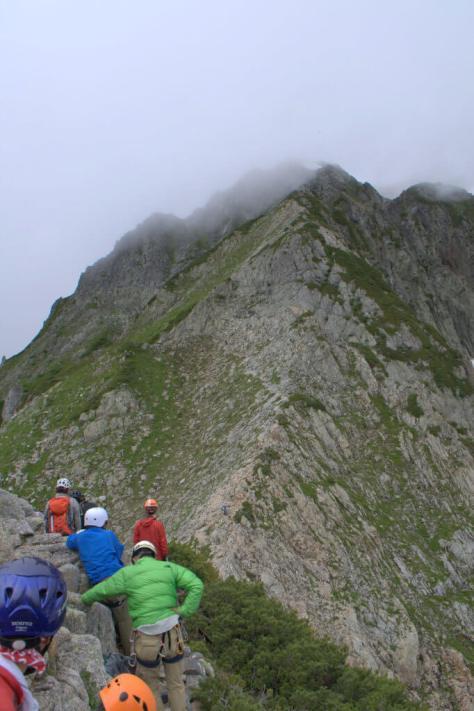 剱岳源次郎尾根 Ⅱ峰 根懸垂下降地点上部から剱岳山頂を望む