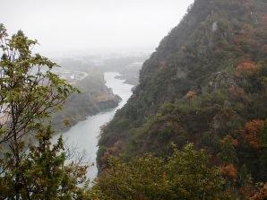 14/12/06 10:18 岩場から見る木曽川