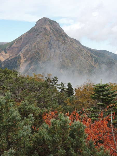 赤岳と紅葉