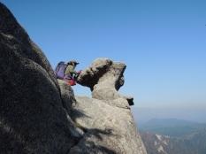 きのこ岩遠景あり